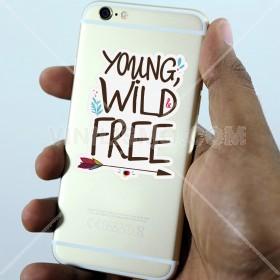 Vinilo decorativo para celular: Young wild and free